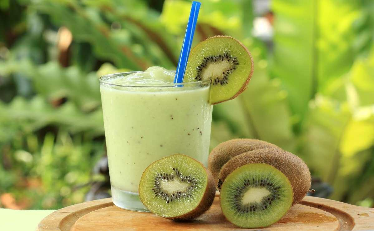 Batido de kiwi con banana y yogurt casero